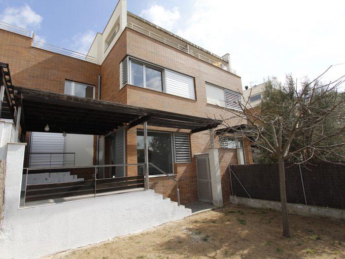 Moderna casa adosada en el centro de Sant Antoni de Vilamajor